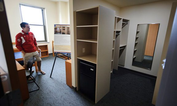 Student moving into Dejope hall